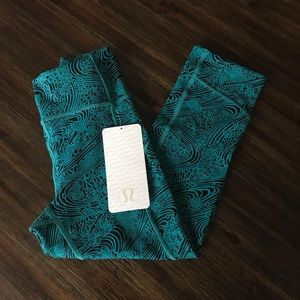 Sold Lululemon high rise In Movement Crop